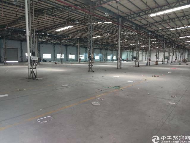 横岗永湖地铁站附近钢构厂房9000平方出租,带卸货平台,大小