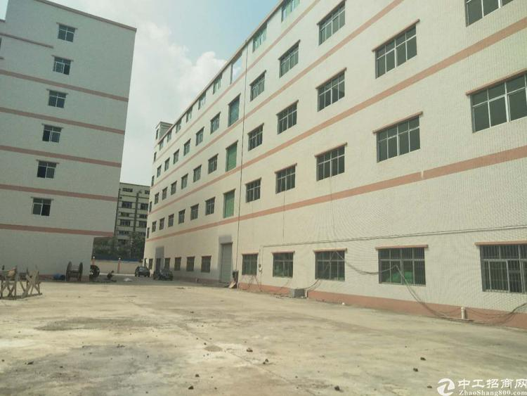 深圳市横岗镇9400平方红本厂房出售