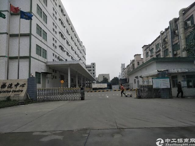 福永塘尾新出楼上一整层现成装修2700平方厂房出租。