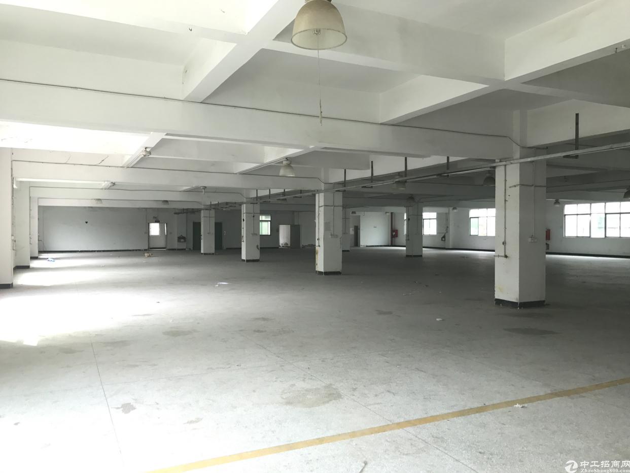 横岗 六约地铁口一楼1400平出租,空地超大