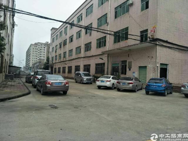 横岗四联社区厂房三楼1500平方出租