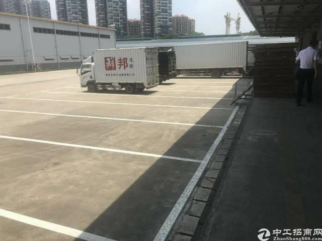 龙华油松一楼980平厂房空地大可进货柜车