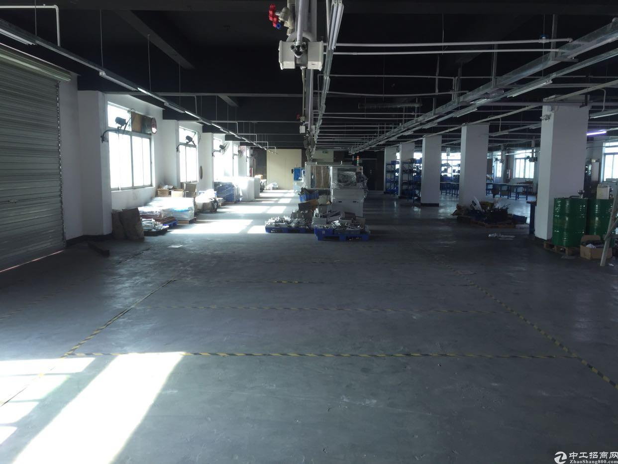 横岗地铁站五楼900平带装修厂房出租,有电梯