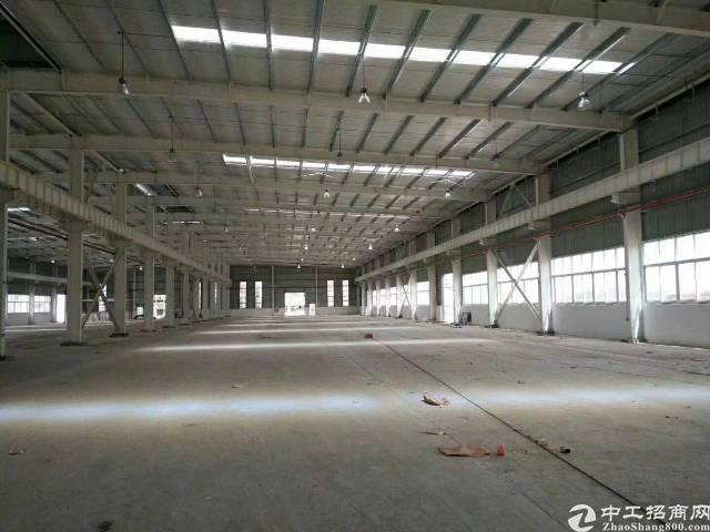 新出道滘高速岀口附近,单一层滴水7.5面积6000厂房。