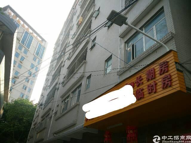 公寓一二楼厂房仓库招租,主路边,有电梯,水电齐全。