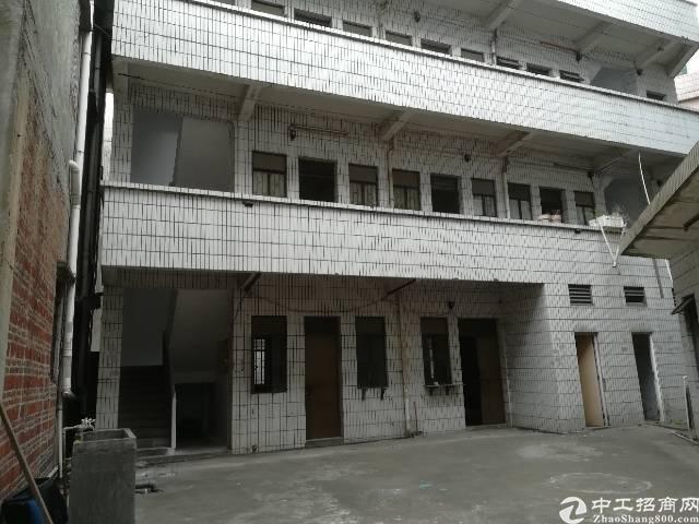 隔坑工业区。800平带宿舍一楼。单价13,超便宜