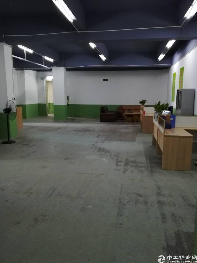 福永桥头宝安大道附近,楼上2000平方,带装修,交通方便