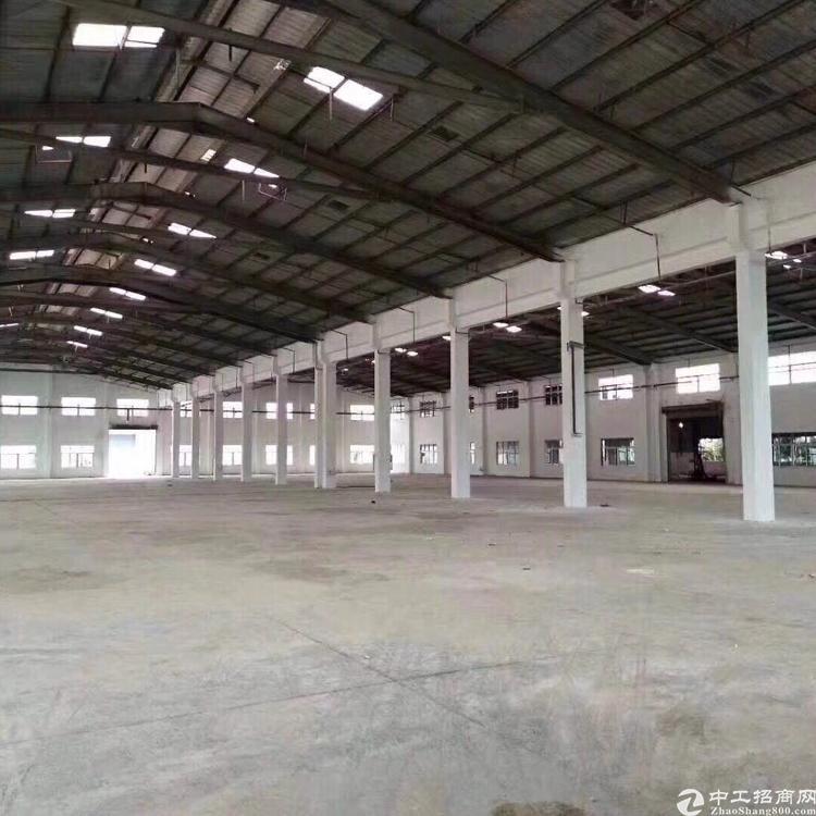 公明新出楼上带装修厂房2100平米,园区形象大气,空地超大,