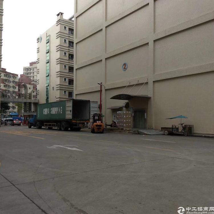 大浪原房东厂房实际面积一楼1700平方。楼上2000平,实量