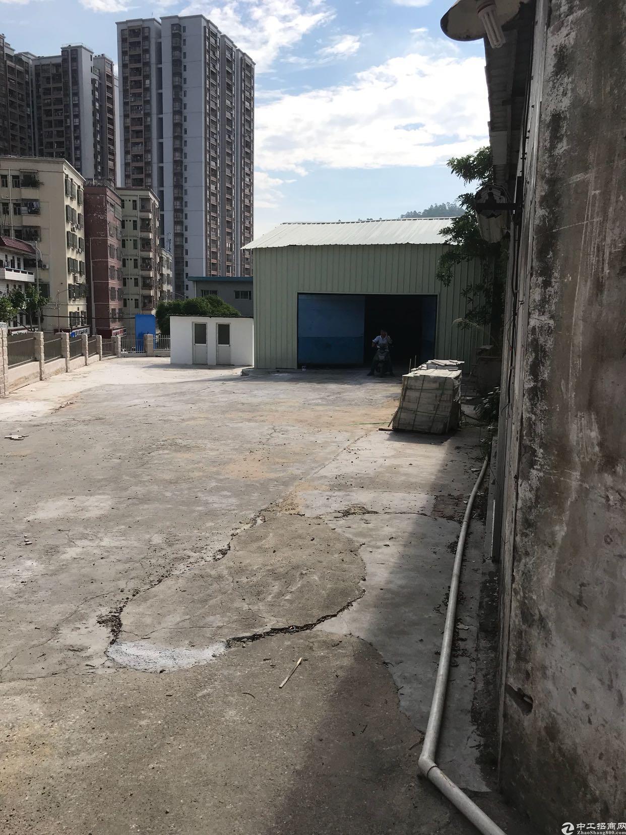 石岩湖附近原房东出租400平仓库+600平空地