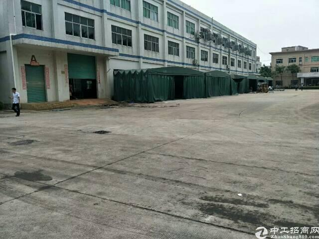 平湖辅城坳工业区5000平方米带装修厂房招租