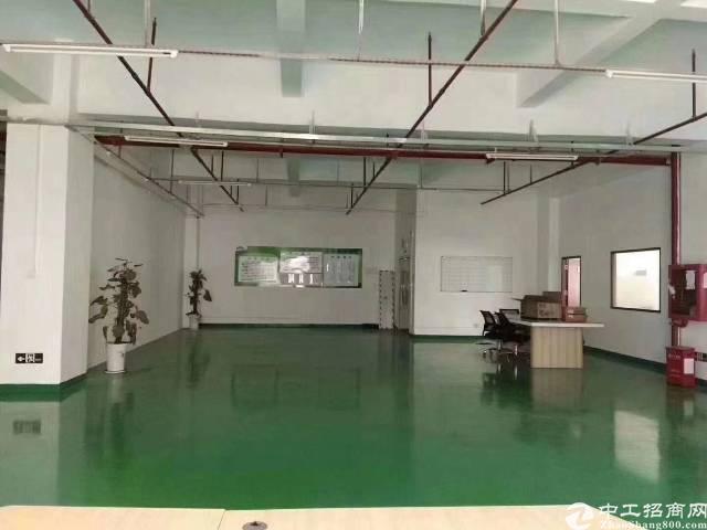 平湖华南城边上新出二楼1100平方带装修厂房招租