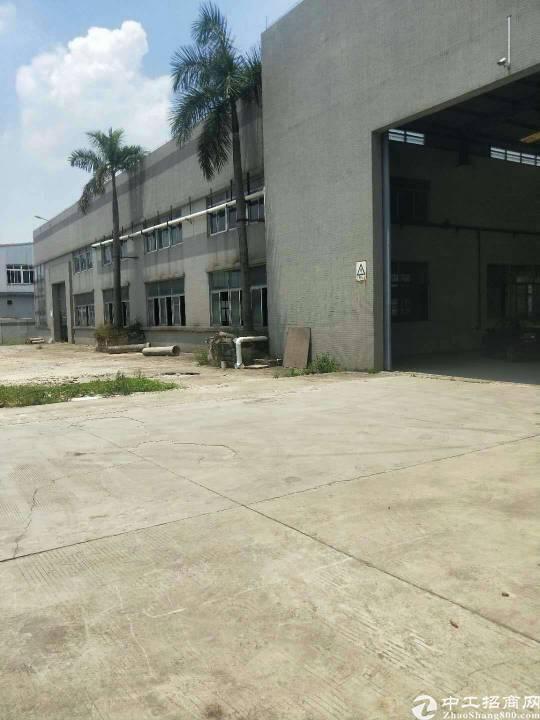 独门独院单一层厂房2500平方。配备独立办公室