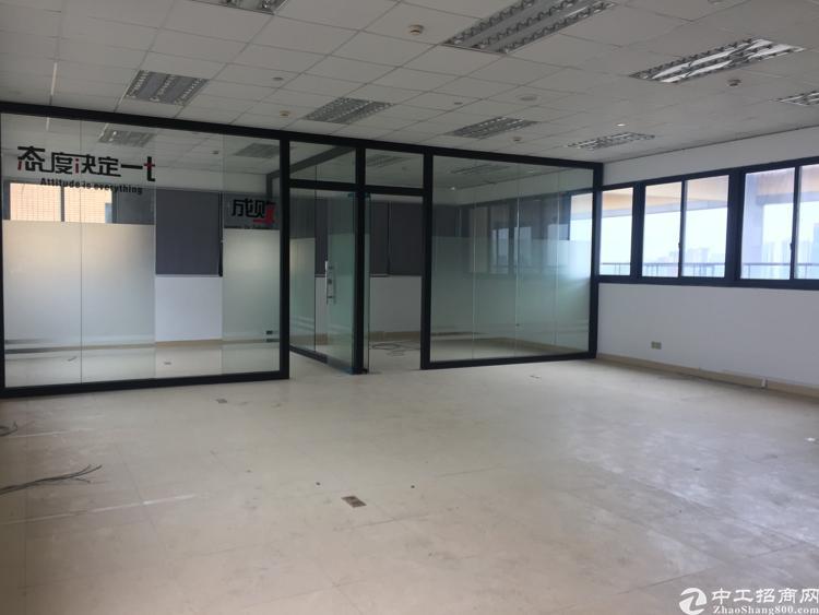 松岗靠近天虹红本精装写字楼出租400平米带玻璃隔间