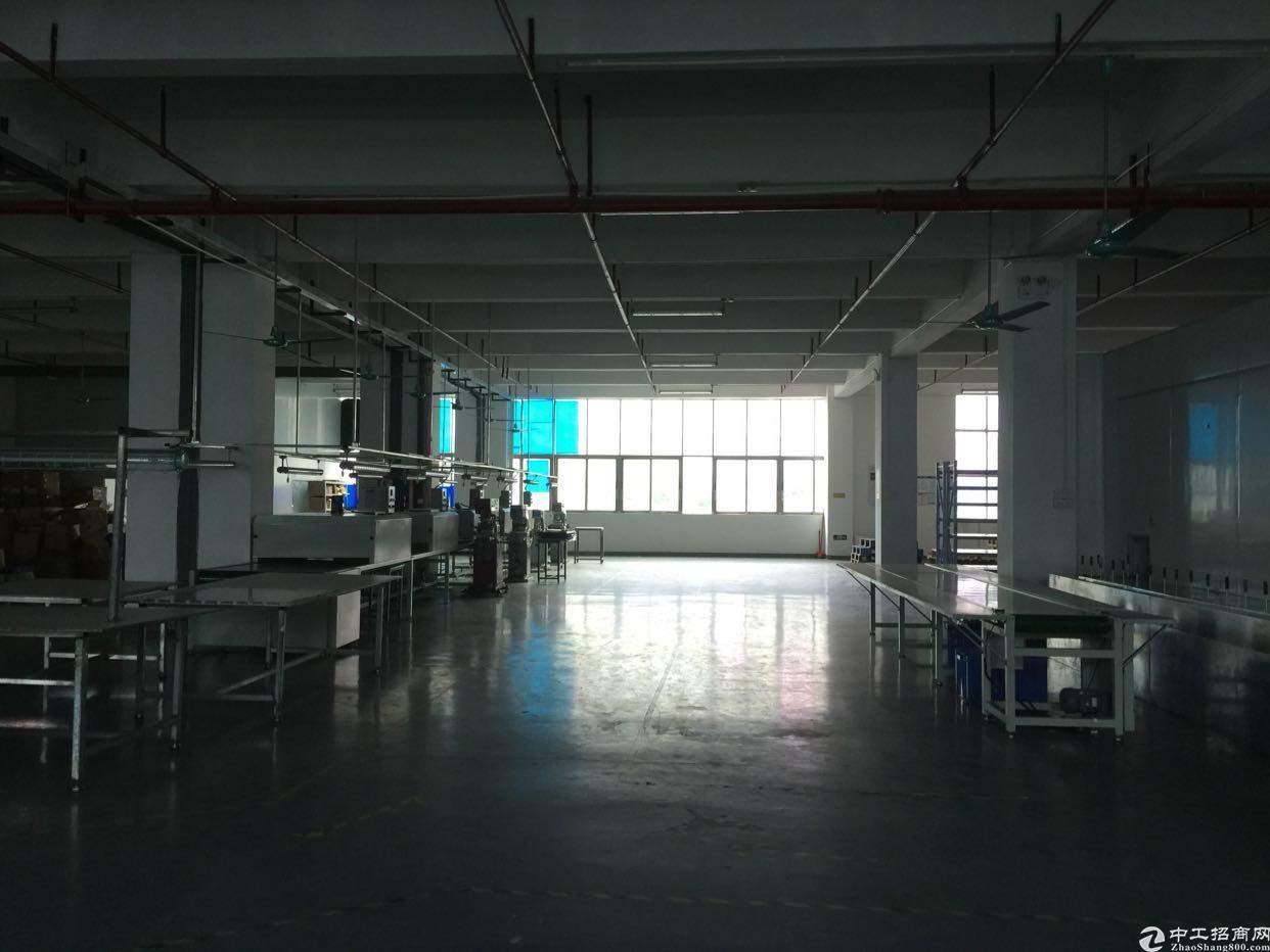 福永桥头地铁站附近楼上800平带装修招租
