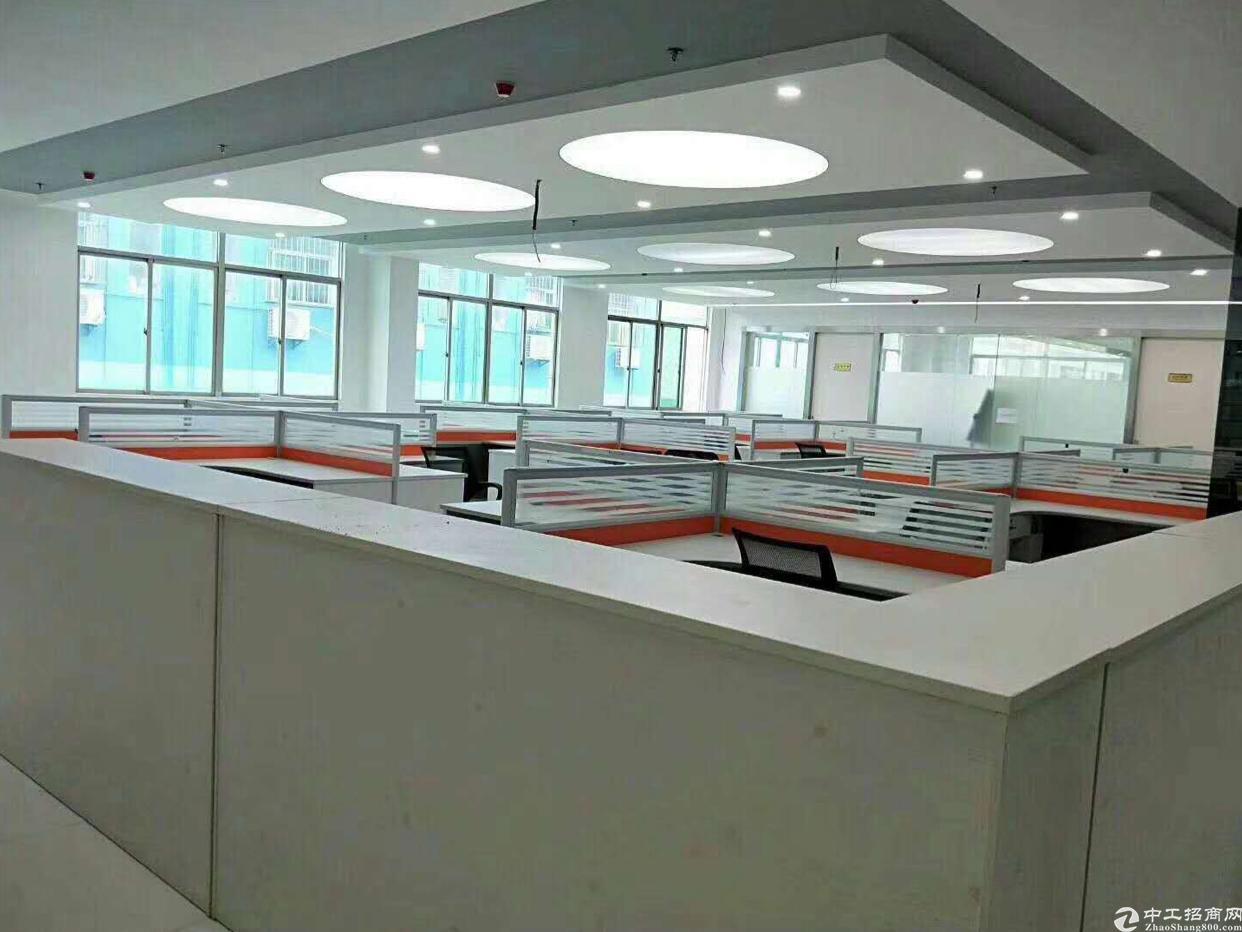 龙华清湖地铁站精装修写字楼500平招租,现在办公家具,直接拎包进驻即可使用