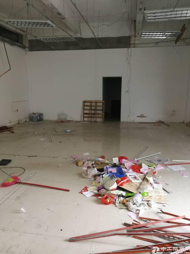 凤岗镇油甘埔新出独门独院带办公室、地坪漆标准厂房1楼1500