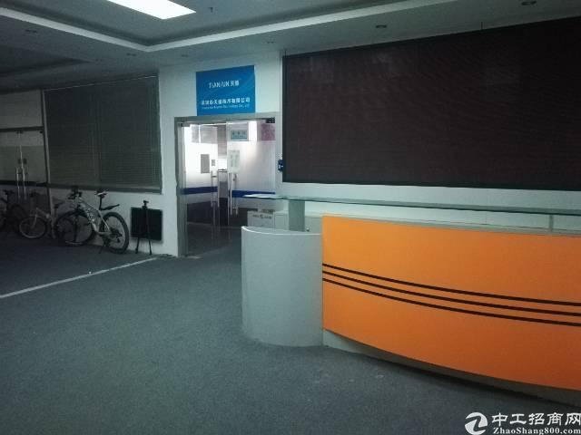福永桥头宝安大道附近,楼上2200平方,带装修,交通方便