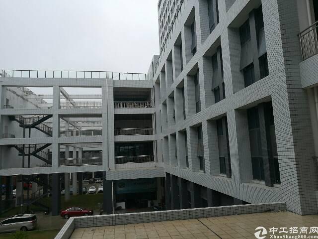 坪山 大工业区新出楼上带装修厂房 300平 形象好