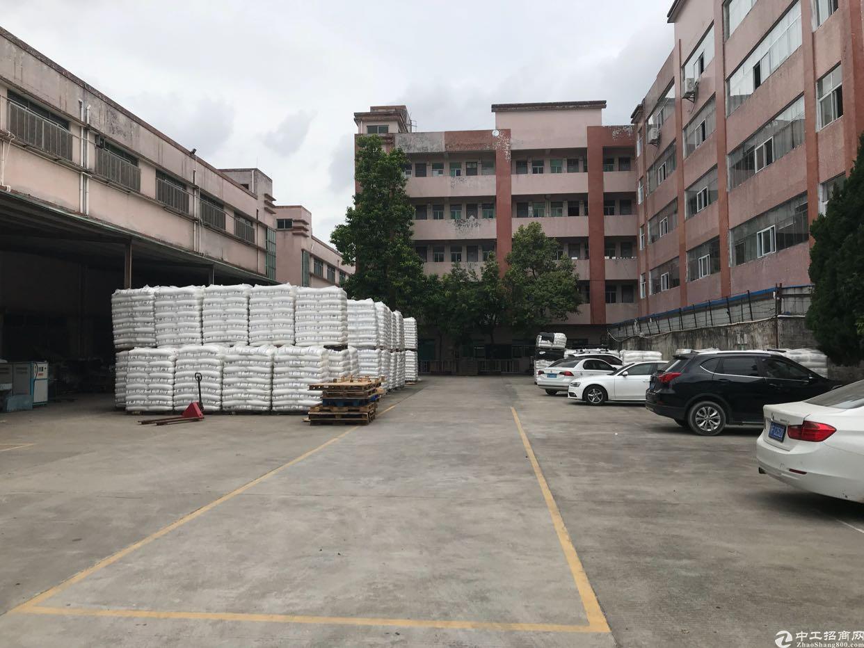 塘厦镇石潭布新空出厂房总9450平共两栋三层,大小可分租。