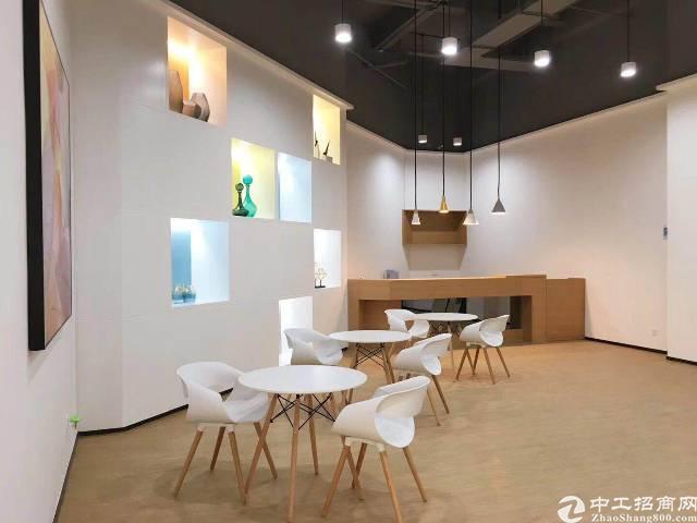 龙华清湖地铁站附近全新豪华装修写字楼招租。