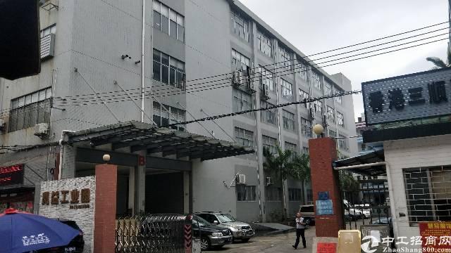 虎门现成装修厂房面积5200平方,租金16块