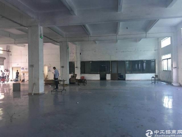 横岗永湖地铁站旁边,标准一楼厂房1250平方,层高6.5米