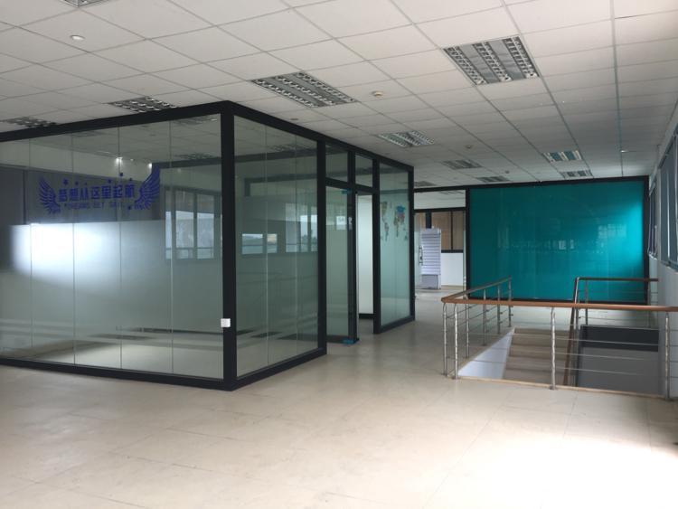 松岗东方大田洋红本写字楼带精装落地玻璃办公室400平米低价出