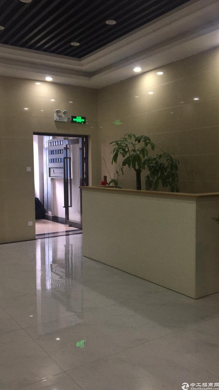 宝安大道与重庆路交汇处V客大厦65平米精装修写字楼