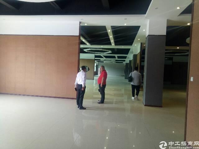 龙华汽车站旁边一楼厂房招租850平,带精装修