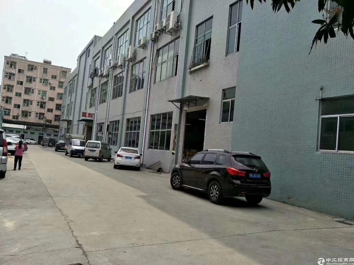 大岭山杨屋村新出楼上带装修整层1200平方厂房出租