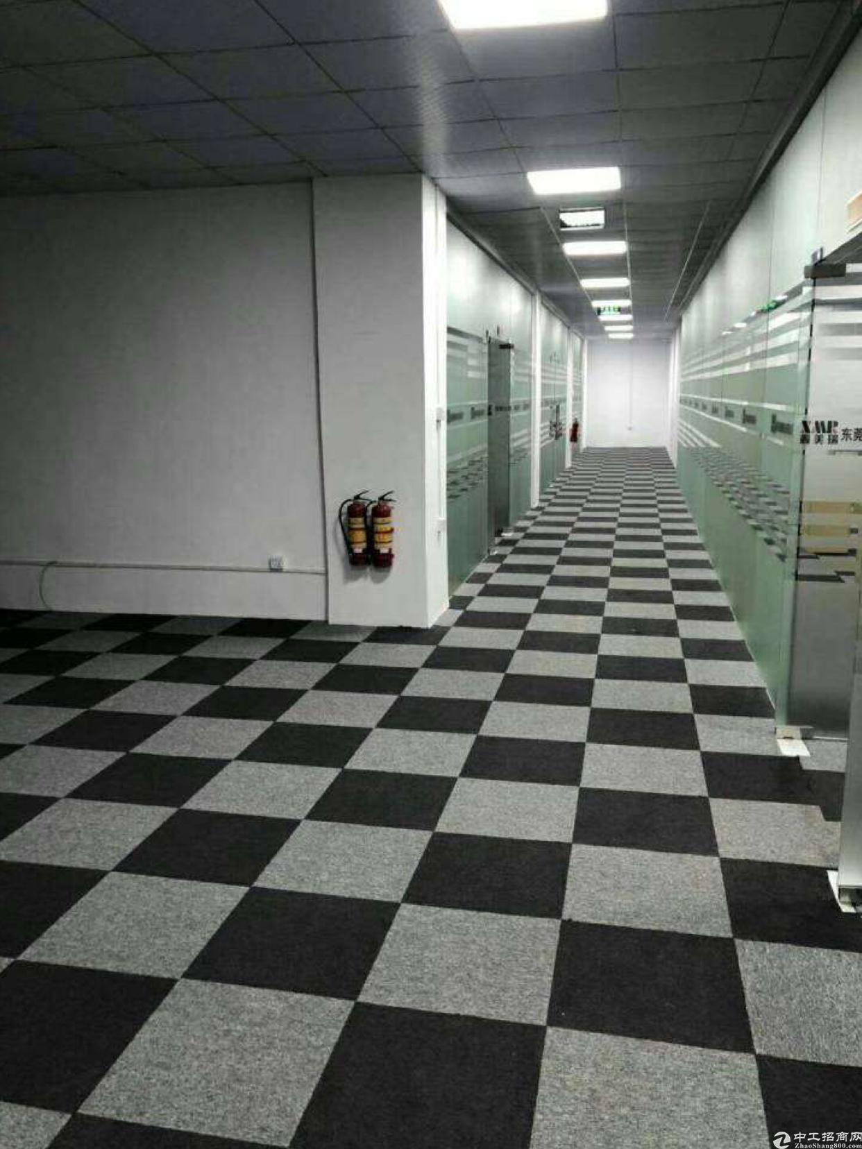 凤岗金凤凰新出标准厂房三楼,4500平,带豪华装修。价格18
