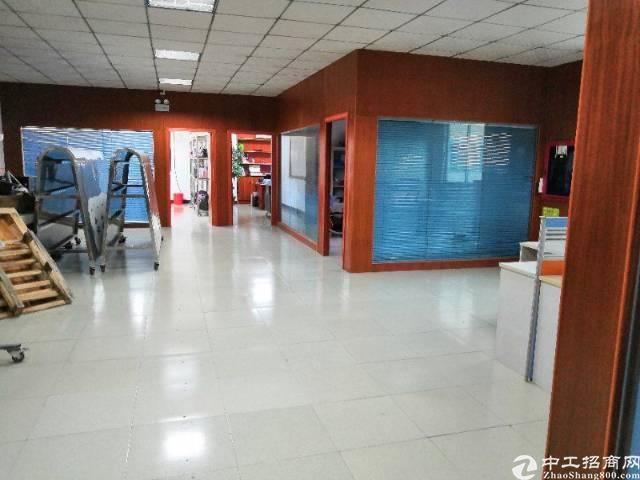 平湖华南城边上新出二楼860平方带装修厂房招租