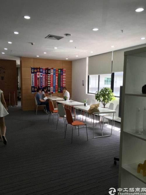 龙华区油松东环一路稀缺面积102平带家私空调。