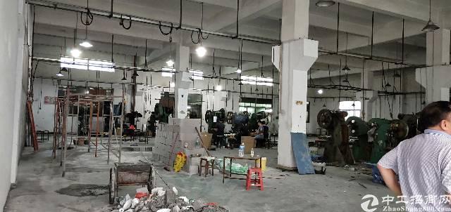 平湖清平高速出口一楼1180平方厂房出租