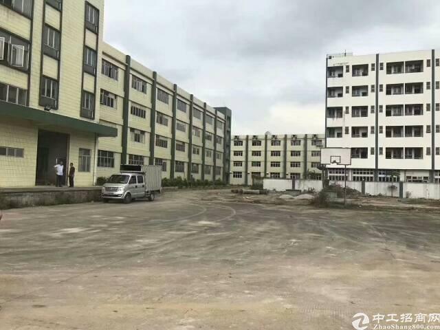 大朗镇独门独院九成新厂房总面积9000平方招租: