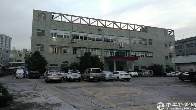 沙井107国道边客运站后面二楼1500平方厂房出租。