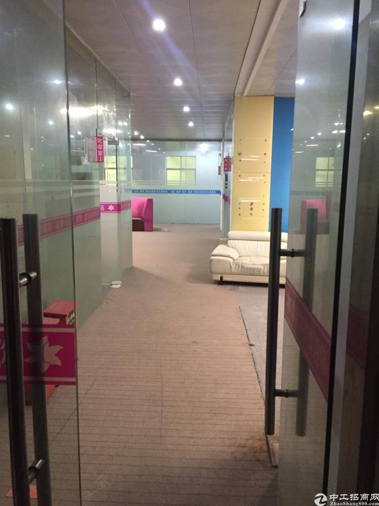 坪地教育北路2楼精装修办公室仅租20块,原来做美容培训的
