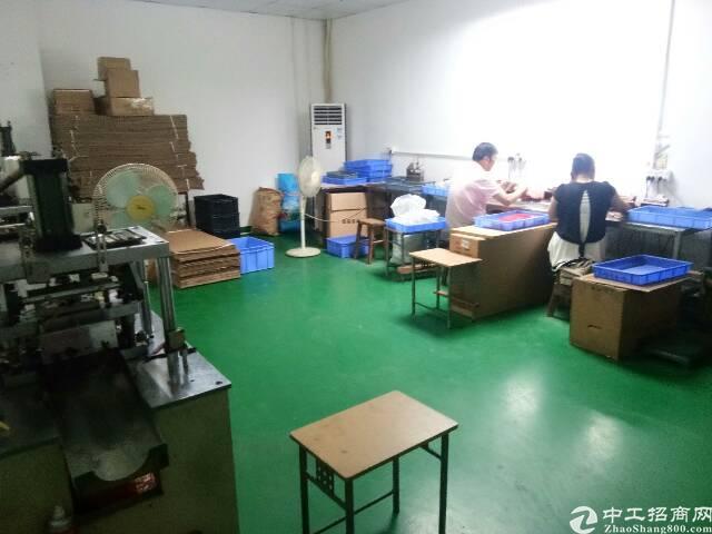 福永新和新出楼上720平带装修厂房