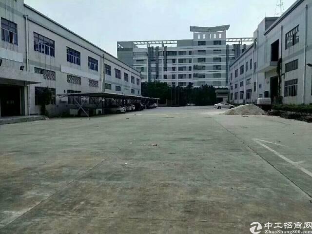 平湖华南城新木村楼上带装修1200平方米带装修厂房招租
