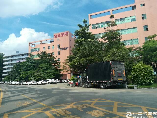 石岩科技园区(带红本)1~2楼5200平方厂房出租