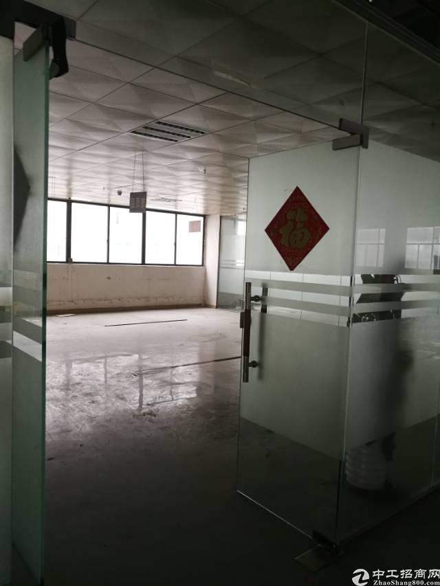 公明新出楼上3650平方的厂房出租。