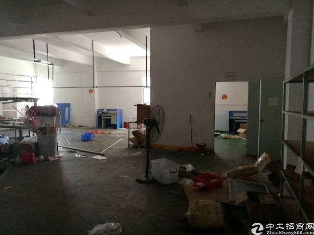 公明新出楼上580平厂房出租。