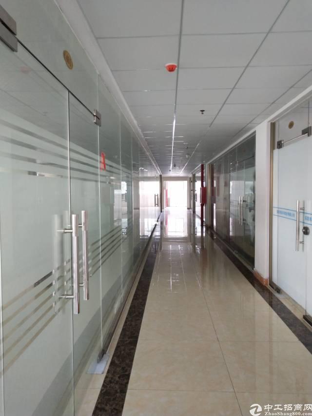 长安镇厦岗社区新出写字楼,使用面积350方原带办公家具空调等