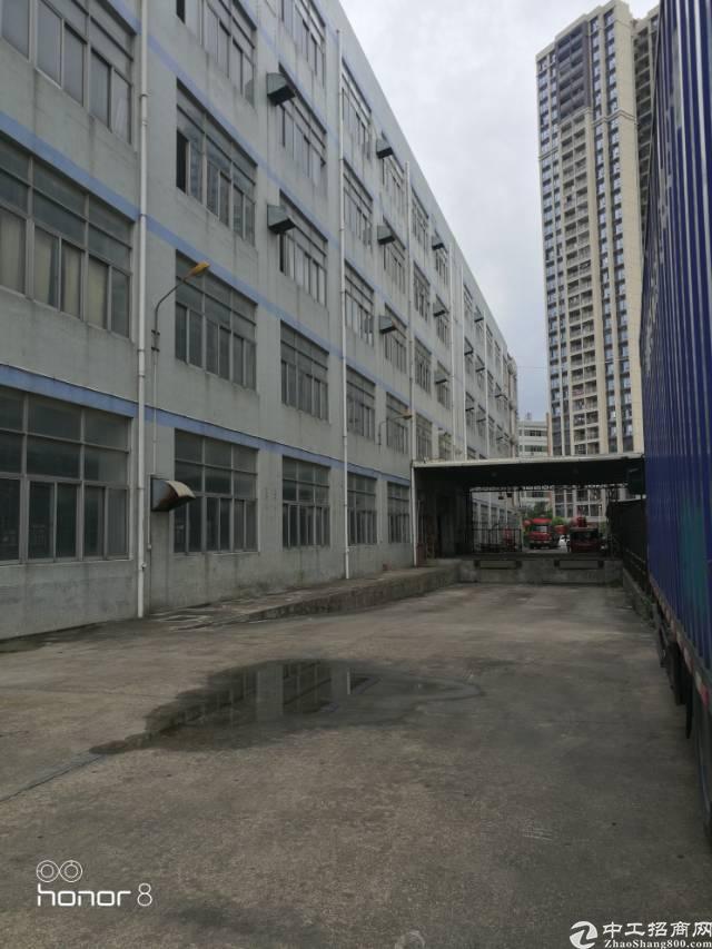 华为总部附近高速口20万平方独院带卸货平台,消防噴淋厂房招租