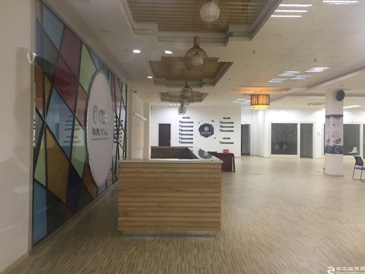 新安洪浪北地铁口300米新出2000平米展厅招租