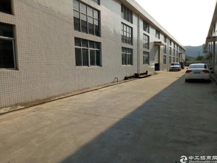 坪山大工业区滴水8米高钢钩独院3500平方出租