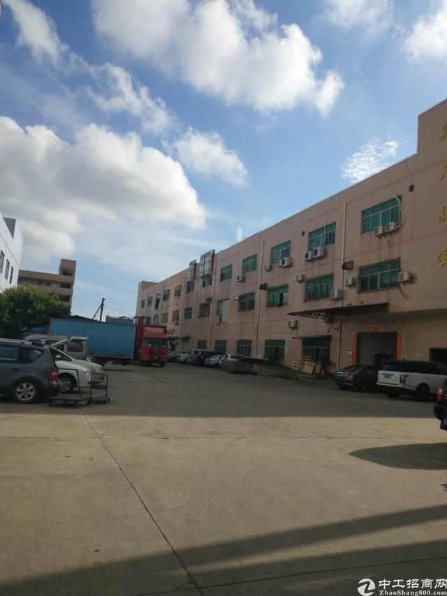 石岩北环路旁标准一楼2700平带卸货平台厂房出租