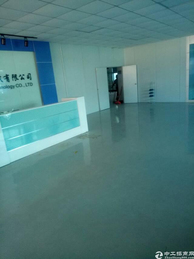 平湖华南城旁原房东楼上1200平方米带装修厂房招租