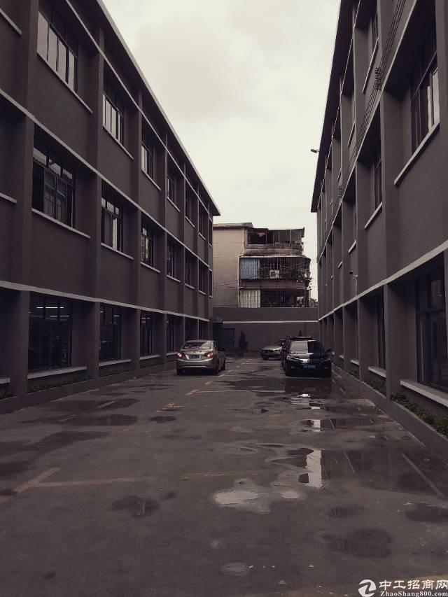 龙华龙胜地铁口附近200平厂房改写字楼招租